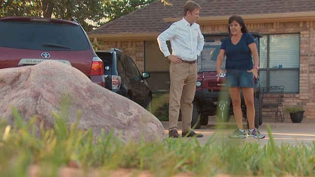 Andrea Adams describes the now-viral repair job to News 8's Todd Unger. (Photo: WFAA)